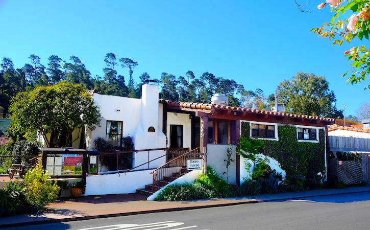Robin's Restaurant - Exterior 1